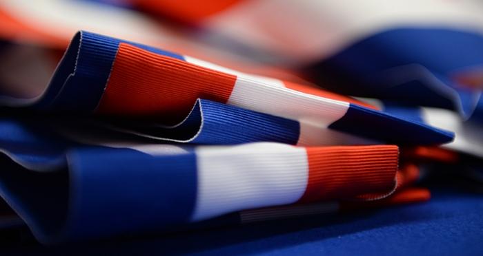 7770105921_des-echarpes-tricolores-dans-l-usine-varinard-le-19-fevrier-2014-archives.jpg
