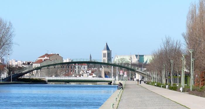 saint-denis_-_canal_st_denis_pont_tournant_basilique.jpg